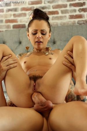 holly hendrix pee