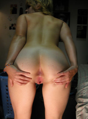 amateur ass spread