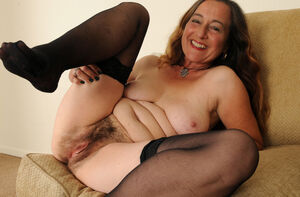old mature hairy pussy