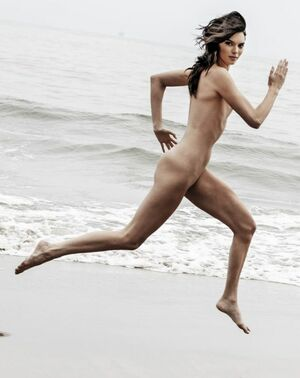 kendall jenner nude on beach