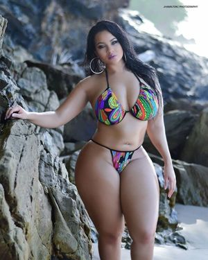 beautiful thick girls