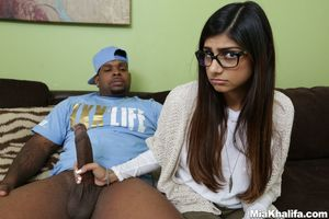 mia khalifa sucking cock