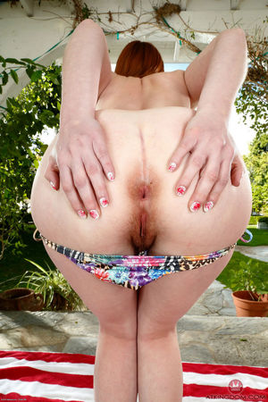 hairy woman pissing