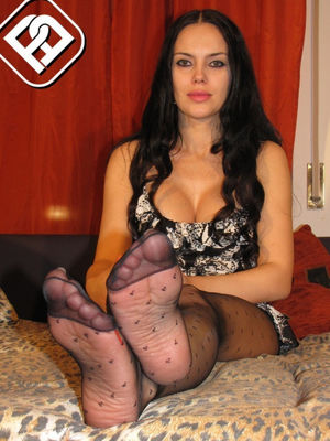 thick legs in nylons