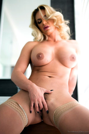 phoenix marie milf hunter