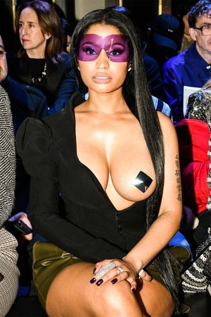 nicki minaj flashes boobs
