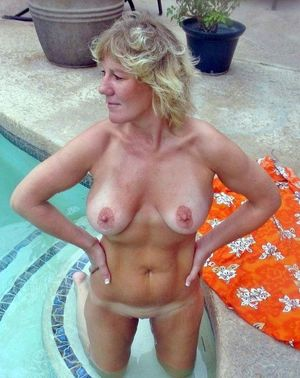 thick milfs naked