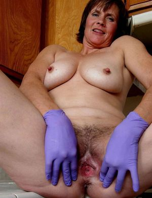 hairy pussy housewife