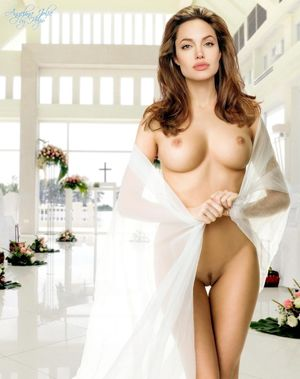naked pics of angelina jolie